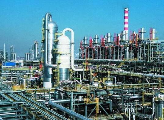 Roots vacuum pump in crude oil distillation