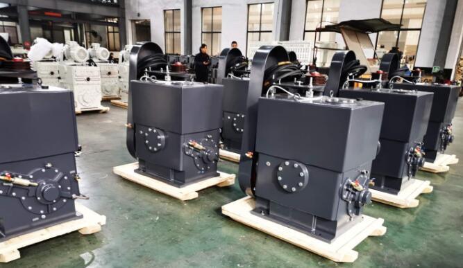 piston-vacuum-pump-in-coal-tar-distillation