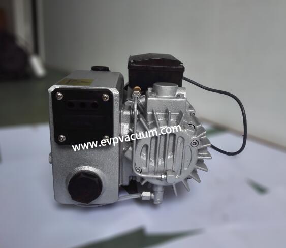 Rotary vane vacuum pump for concrete construction